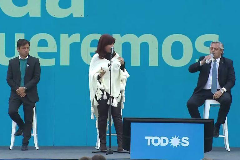 Cristina Kirchner con Axel Kicillof y Alberto Fernández durante el plenario en el Estadio Único de La Plata