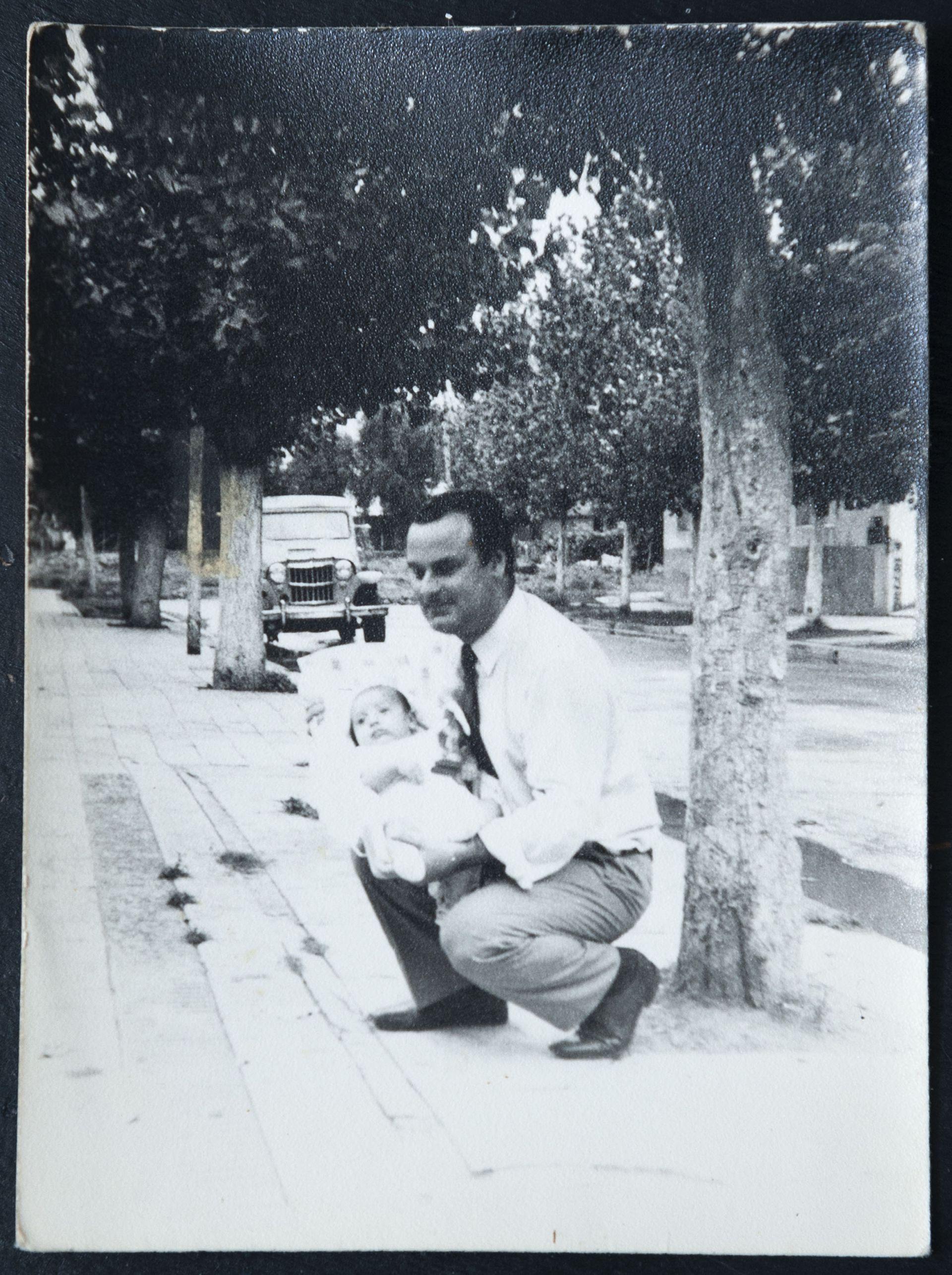 Sabe muy pocos detalles sobre el día de su nacimiento: que fue en el hospital Ramón Carrillo, en Ciudadela, y que la entrega se hizo en la calle, frente a la institución.