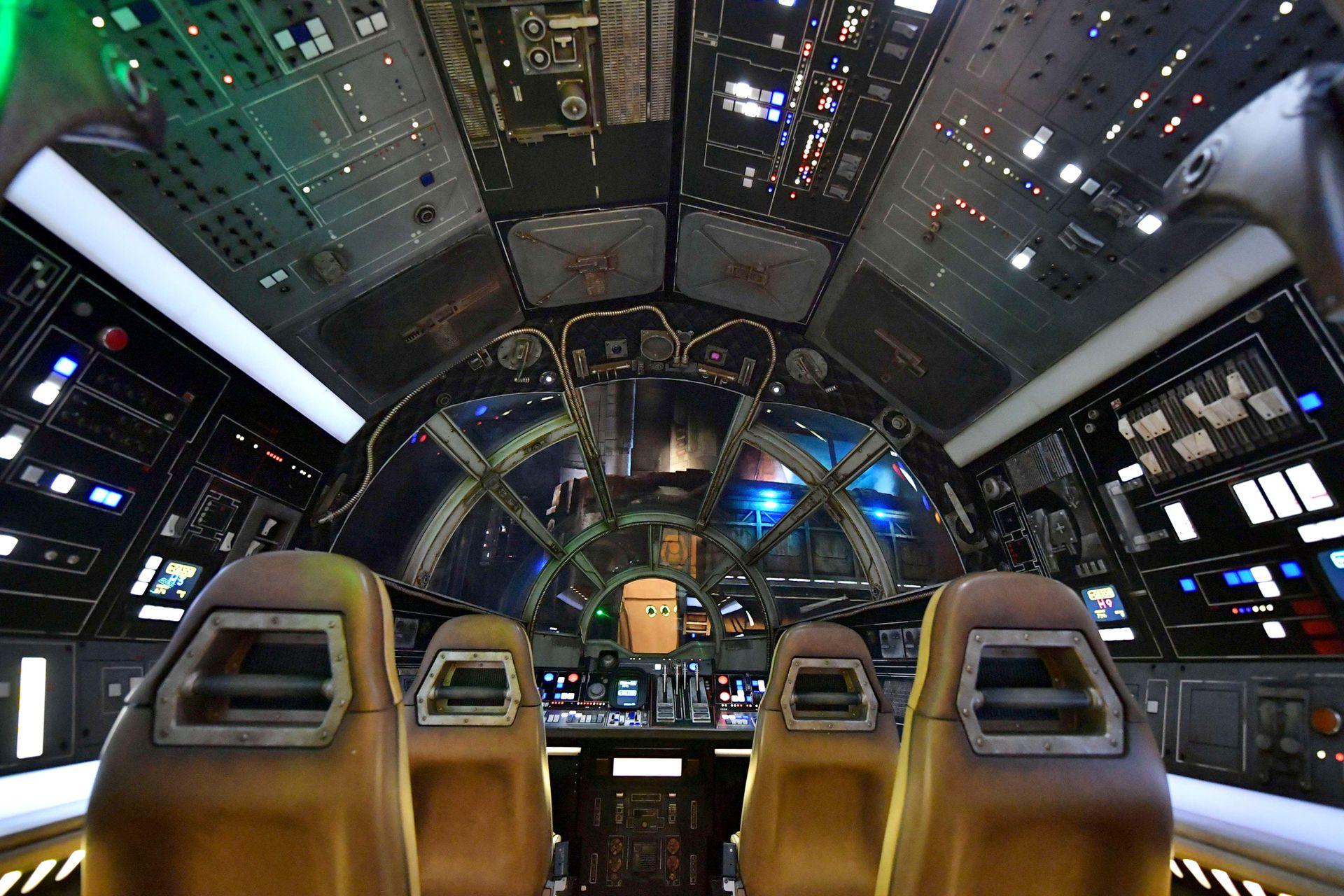 """El interior de la nave """"Halcón Milenario"""""""