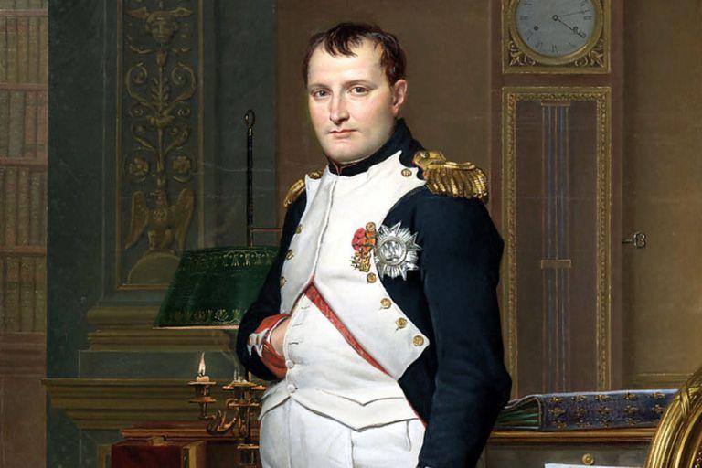 De Napoleón al príncipe Harry: ¿Por qué se tocan la panza y esconden su mano dentro del saco?