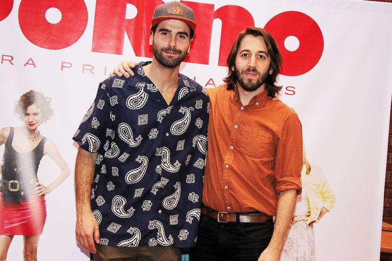 Nicolás Furtado y Martín Piroyansky posaron para los fotógrafos en la presentación oficial del film Porno para principiantes
