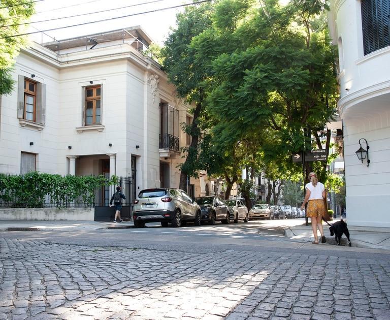 Apreciados y cotizados, son como caprichos del tejido urbano y están presentes en todo Buenos Aires. Casas y PHs son las tipologías predominantes en estas calles apacibles que tienen una atmósfera propia.