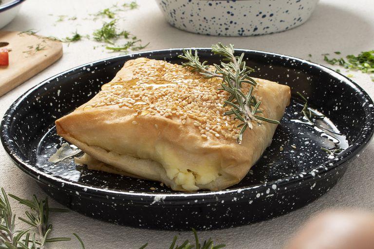 Saganaki, queso feta en masa filo