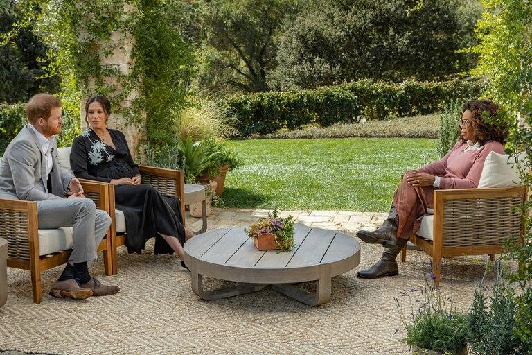 """Los duques de Sussex no han sido los únicos que han concedido una entrevista a Winfrey. En 1996, Sarah Ferguson, quien para ese entonces ya se había divorciado del príncipe Andrés de York, contó a la presentadora que casarse con un príncipe no era el """"cuento de hadas"""" que parecía ser"""