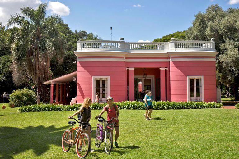 En la casona de Florida hay recitales, cine al aire libre y muestras de arte, entre otras actividades
