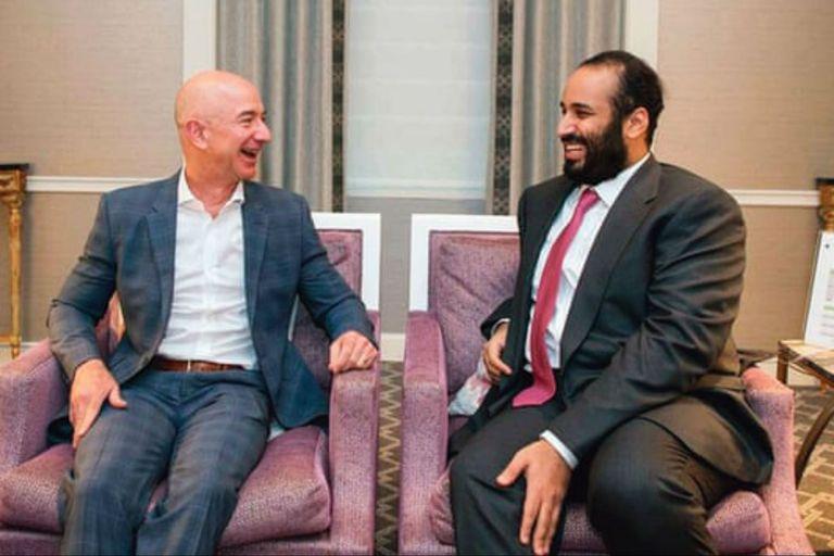 Mohammed y Bezos tuvieron un intercambio de WhatsApp aparentemente amigable cuando, el 1 de mayo de ese año, el príncipe saudita envió el archivo no solicitado. Pero a partir de allí, se extrajeron grandes cantidades de datos del teléfono de Bezos en cuestión de horas.