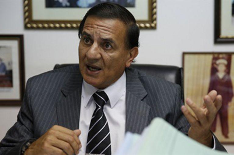 En 2012 envió a la Aduana de Orán un oficio con los nombres de dos empleados suyos; los habilitaba a llevar la droga en sus autos