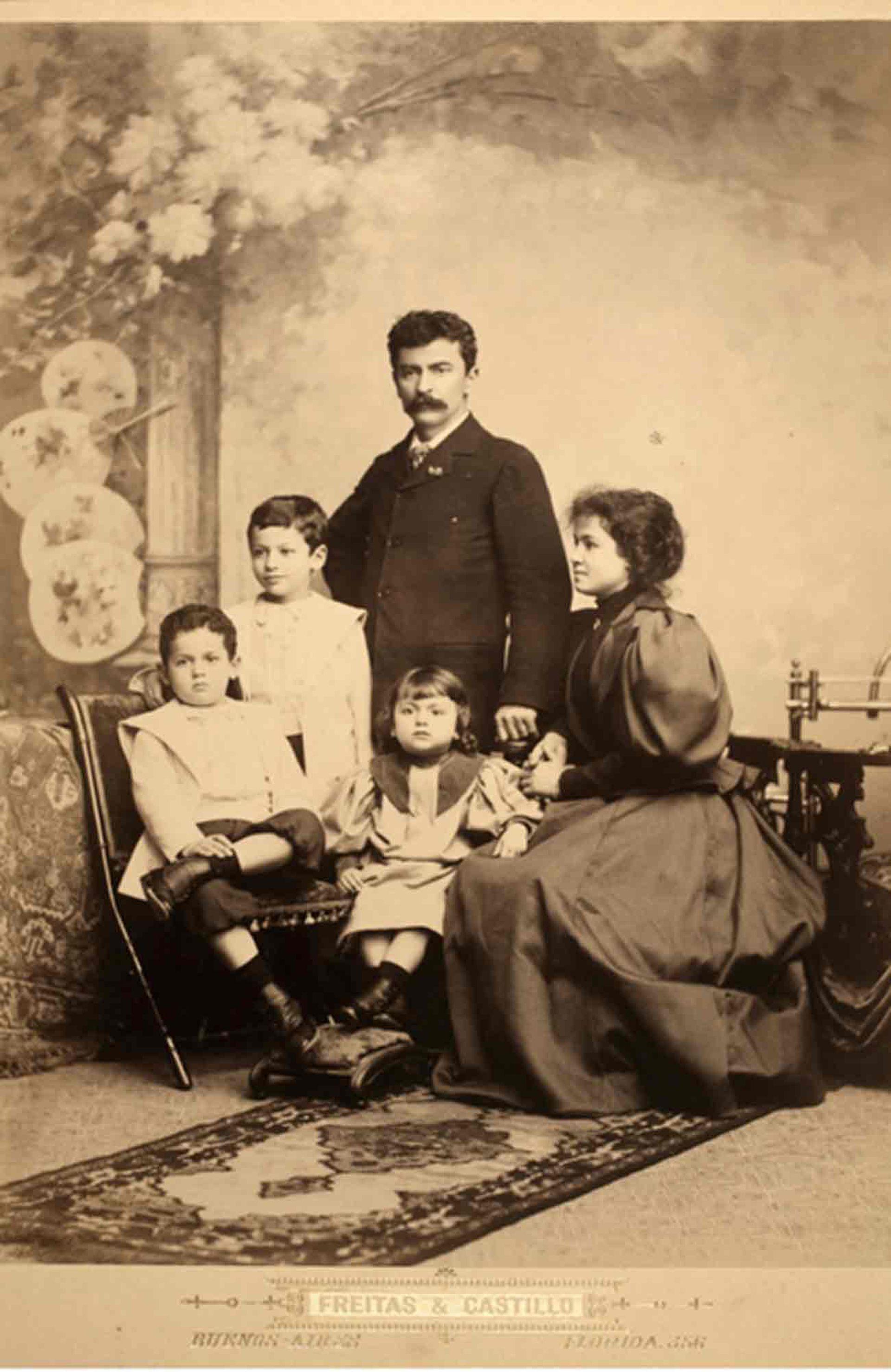 José Virginio Freitas Henriques y familia.