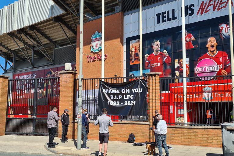 """Superliga. Críticas, burlas y el ataque al """"You never walk alone"""" de Liverpool"""
