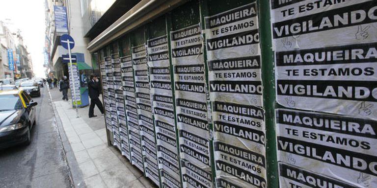 Los carteles empapelaron las inmediaciones de Papel Prensa