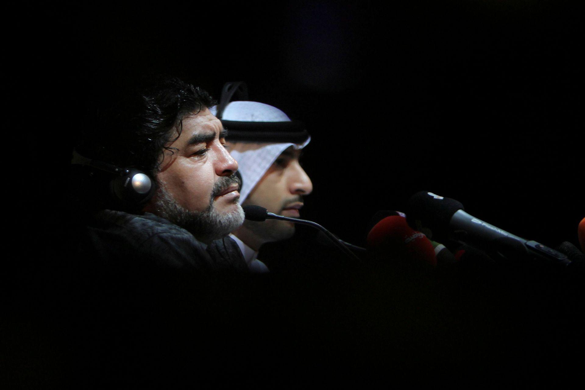 Diego entrenó al club Al Wasl de Emiratos Árabes en 2011