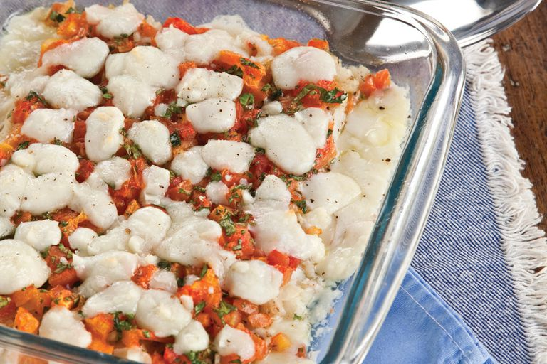Filetes de pescado con tomate y queso feta