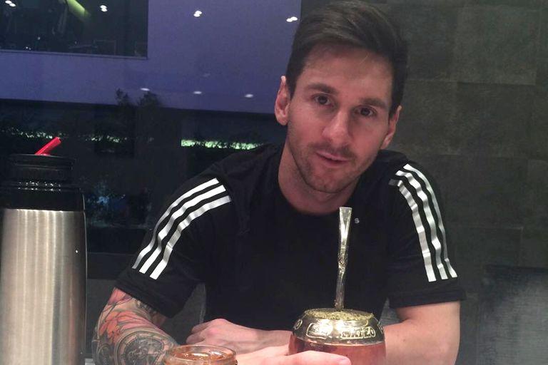 Lionel Messi lleva su mate a todos lados; en las últimas horas, desde París, dejó ver los detalles de su diseño personalizado