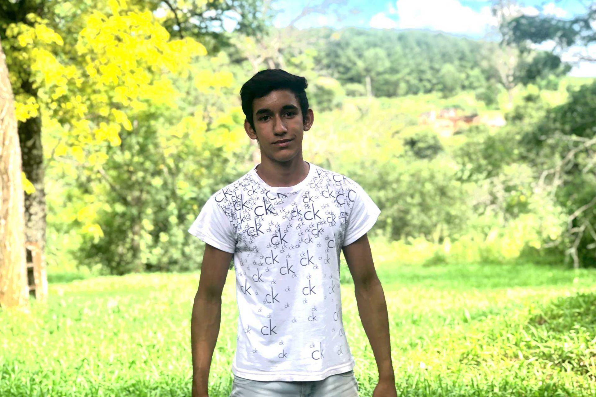 Santiago Souza vive en Villa Cooperativa, Misiones; su sueño es mudarse a Buenos Aires para estudiar Medicina