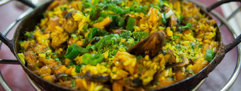 Paella, fish and chips y cocina amazónica: 3 propuestas para ir a comer pescado