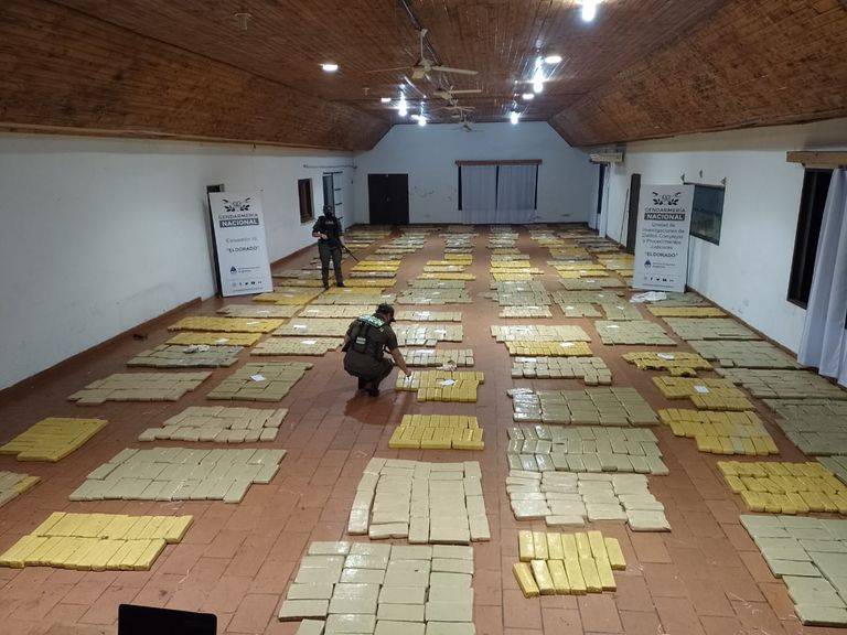 La Gendarmería incautó más de 2700 kilos de marihuana en el monte, a la altura de la localidad de Colonia Delicias, en Misiones