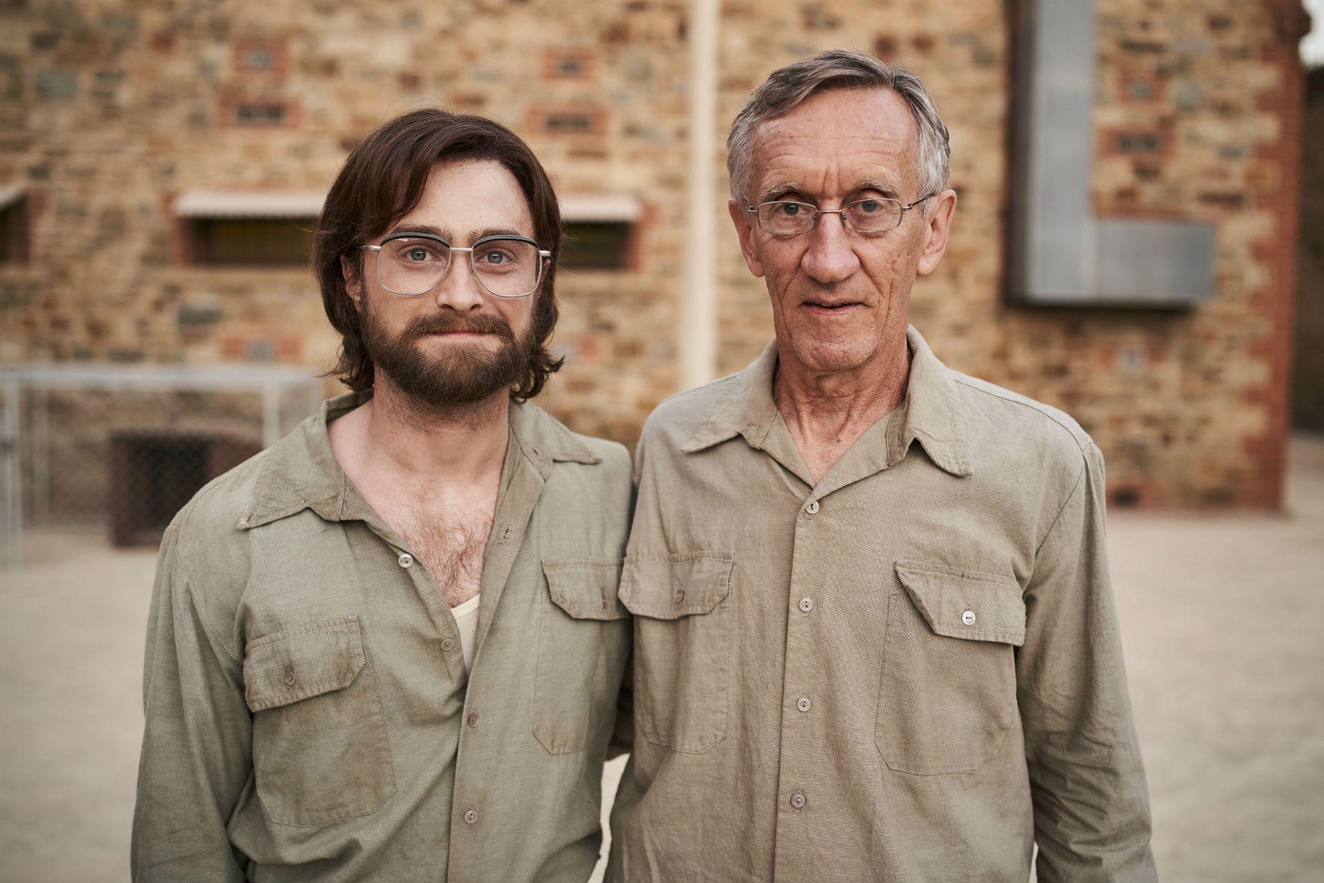 El actor, con el verdadero Tim Jenkin, quien hace un cameo en el fllm