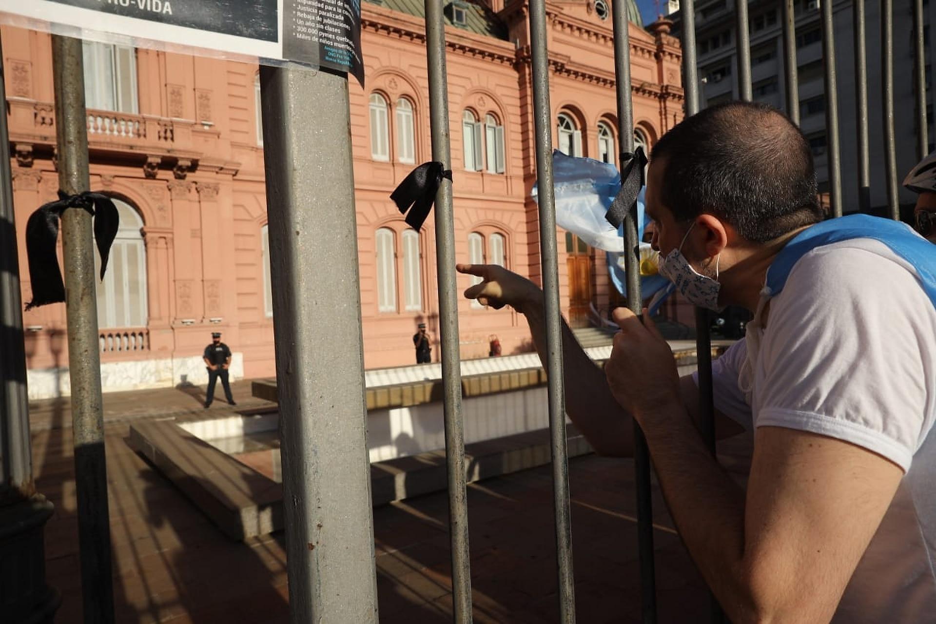 Los manifestantes por el #27F frente a la Casa Rosada