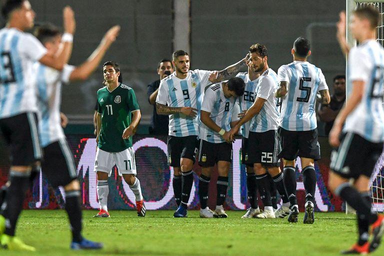 Una selección en tránsito: le ganó bien a México pero mantiene la duda central