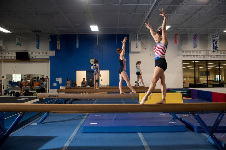 """La gimnasta Sunisa Lee se entrena en Minnesota: los atletas de EE.UU. """"no se saltean la cola"""""""