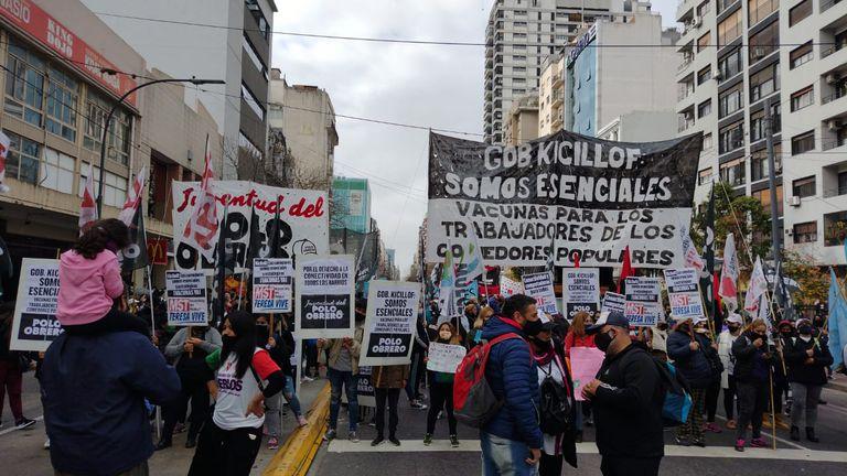 Movimientos sociales le reclaman a Kicillof vacunas para los comedores