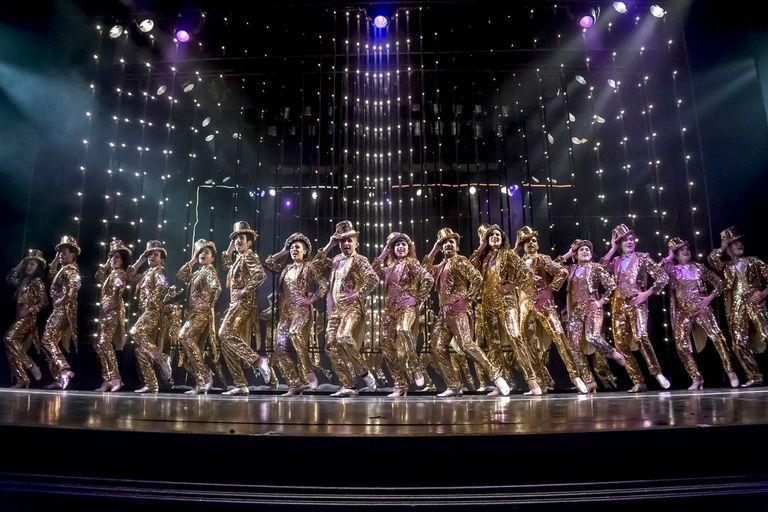 Todo el despliegue de la nueva versión de A Chorus Line, con veinte bailarines en escena