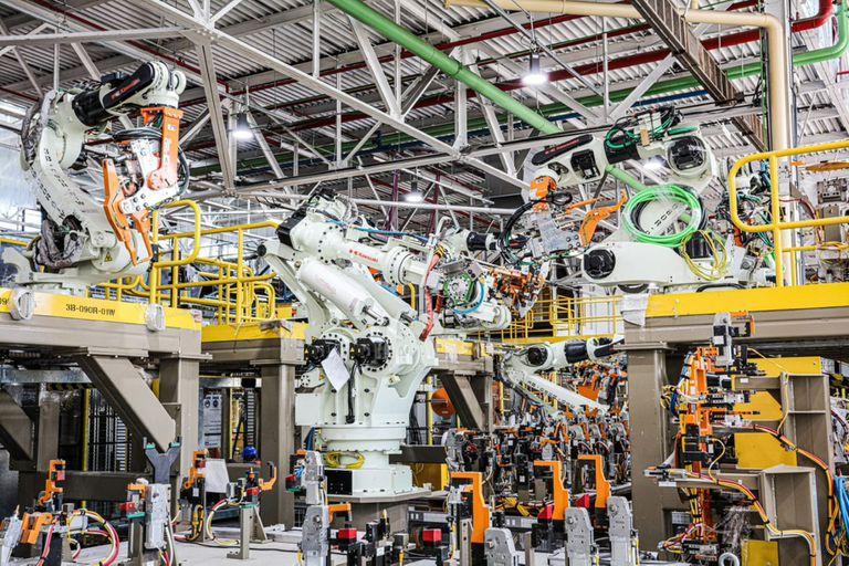 Ford instalará en Pacheco 338 robots nuevos de soldadura y manipulación