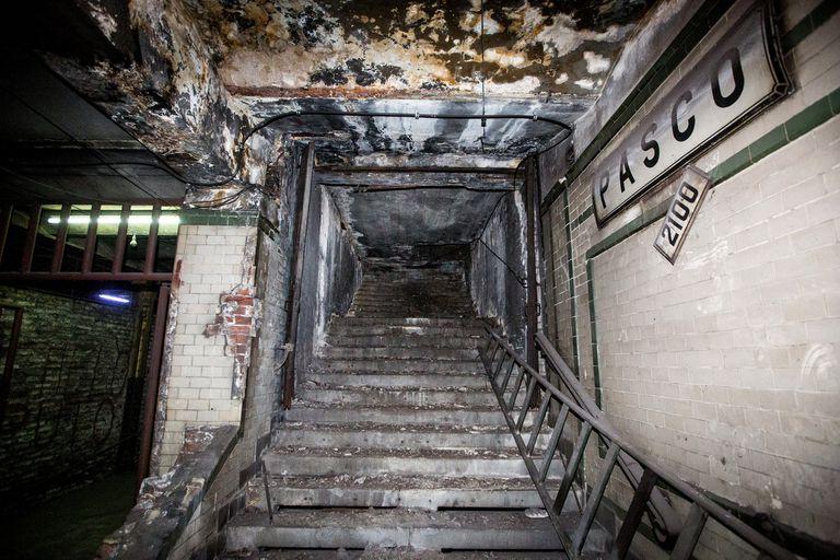 Las escaleras de acceso a Pasco Sur, hoy tapadas por bloques de losa