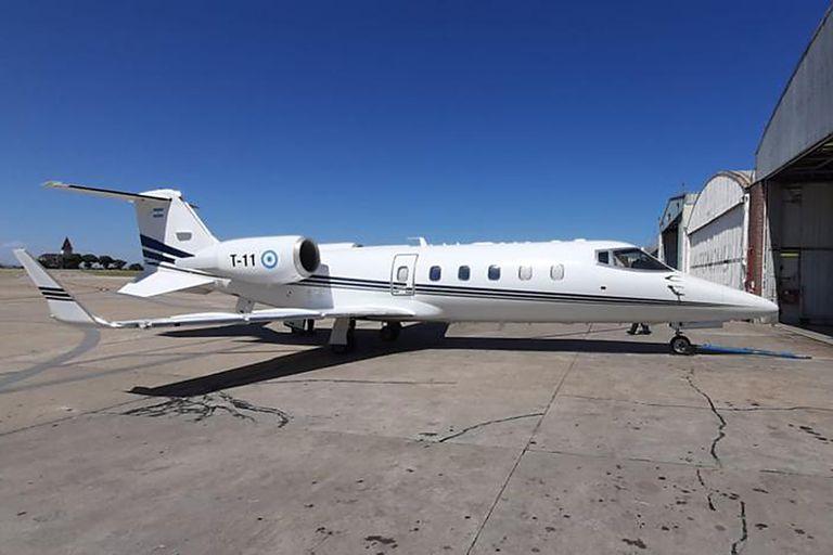 Este año el Tango 010, propiedad de la Fuerza Aérea, pero afectado a la actividad presidencial, se permutó por el denominado Tango 011, un Lear Jet 60 (foto), el único avión hoy realmente disponible para los requerimientos de Alberto Fernández.