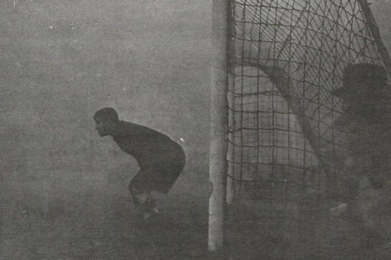 La foto real de Sam Bartram minutos antes de suspender el partido en 1937