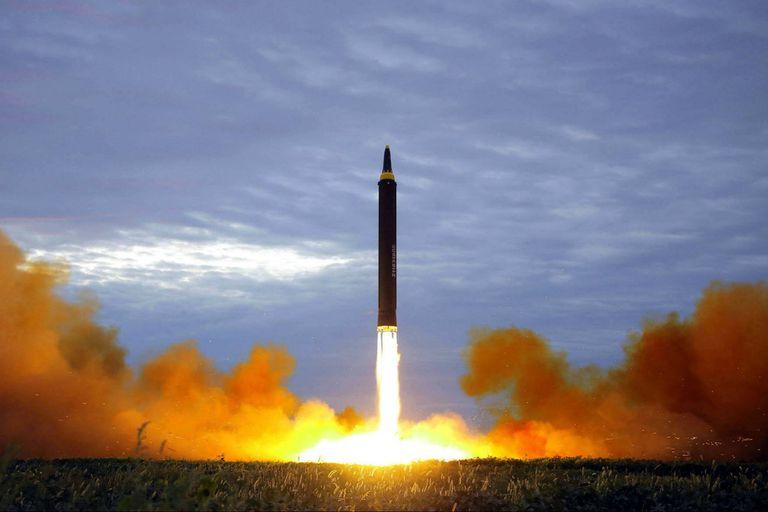 Lanzamiento de un misil Hwasong-12 norcoreano, de alcance intermedio