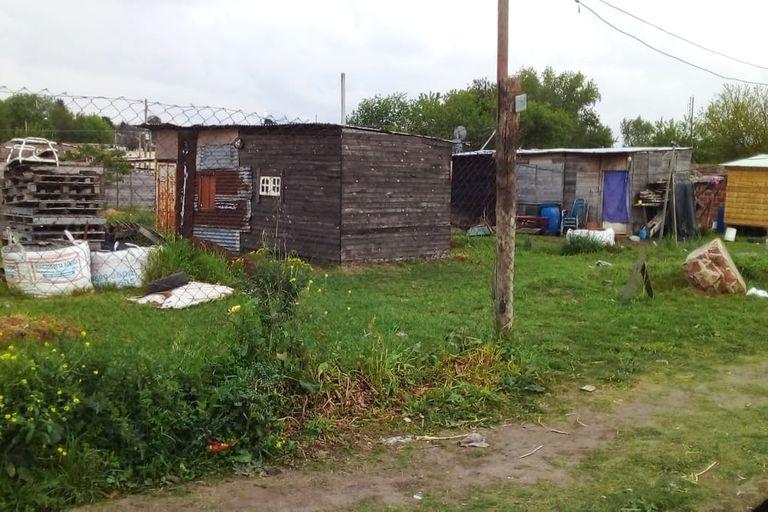 En el Barrio 28 de Octubre viven 150 familias y ninguna tiene acceso a agua de red o cloaca. Sólo una cuadra tiene conexión eléctrica formal