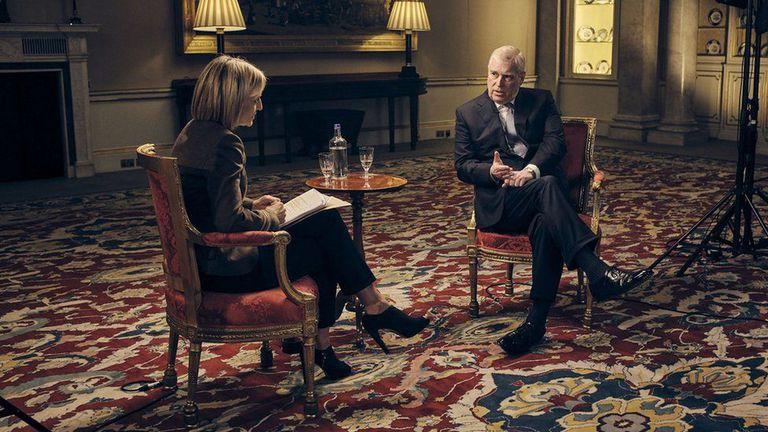 El príncipe Andrés, duque de York, en una entrevista con la peiodista Emily Maitlis de la BBC en 2019