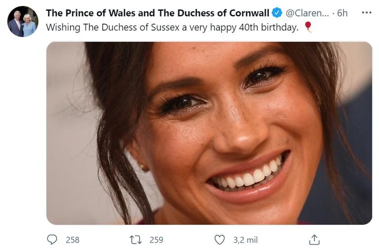 El príncipe Carlos y Camilla Parker Bowles también le extendieron sus felicitaciones