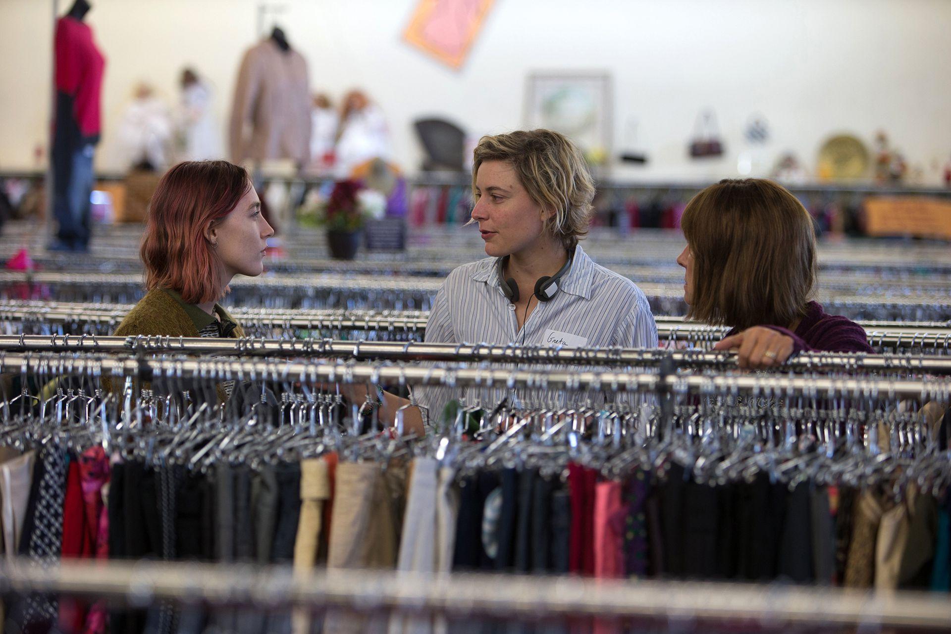 Saoirse Ronan, Greta Gerwig y Laurie Metcalf rodando una escena fundamental de Lady Bird