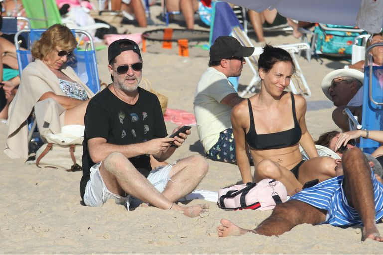 Momento de playa y sol para Judith Kovalovsky y Paul Kirzner, hermano de Adrián Suar