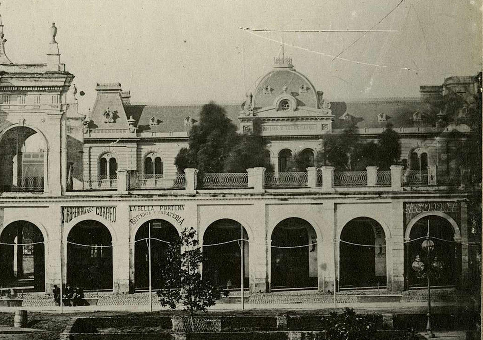 """""""Sombrerería del Correo"""" y """"La Bella Porteña"""" eran algunos de los locales eran algunos de los negocios que le alquilaban sus locales a los Anchorena."""