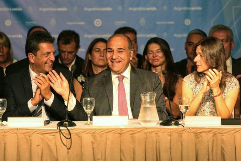 Juan Manzur fue denunciado penalmente por haber roto la cuarentena para compartir un asado con autoridades de los tres poderes del Estado en Tucumán