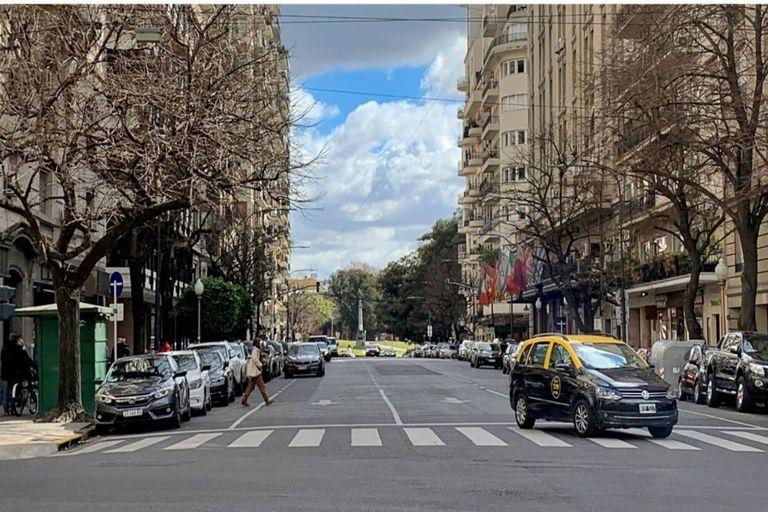 Alvear, una de las avenidas más elegantes de Buenos Aires, en una imagen reciente