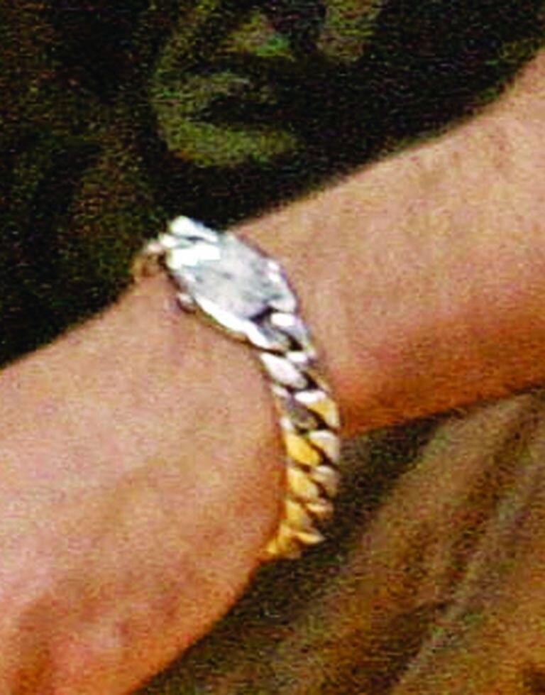 El reloj que recibió de J.Lo; un modelo de plata, con esfera pequeña y pulsera chunky.