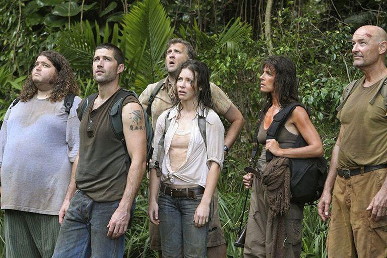 Lost, otro éxito que conquistó al planeta firmado por JJ Abrams, cuyo divisivo final ameritaría una segunda lectura (o mirada) tampoco está disponible