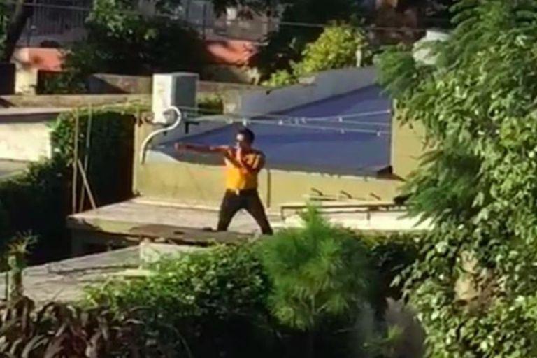 Junín: vestido de Freddie Mercury, un vecino canta hits de Queen desde el techo