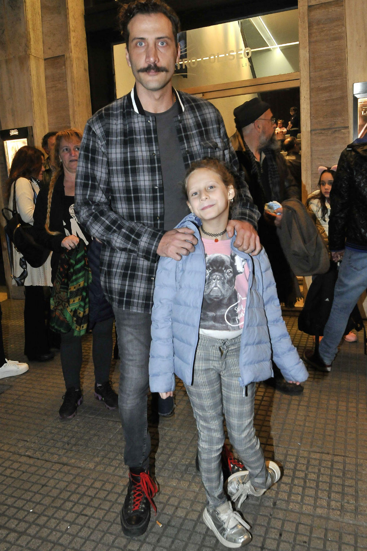 Luciano Cáceres llevó al teatro a su hija Amelia