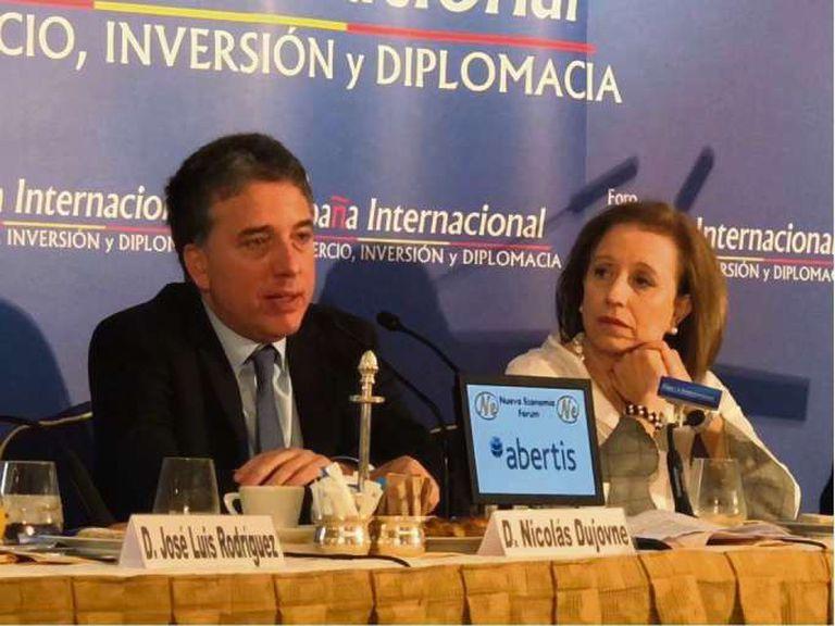 Dujovne y la secretaria de Comercio de España, María Luisa Poncela, ayer, en Madrid