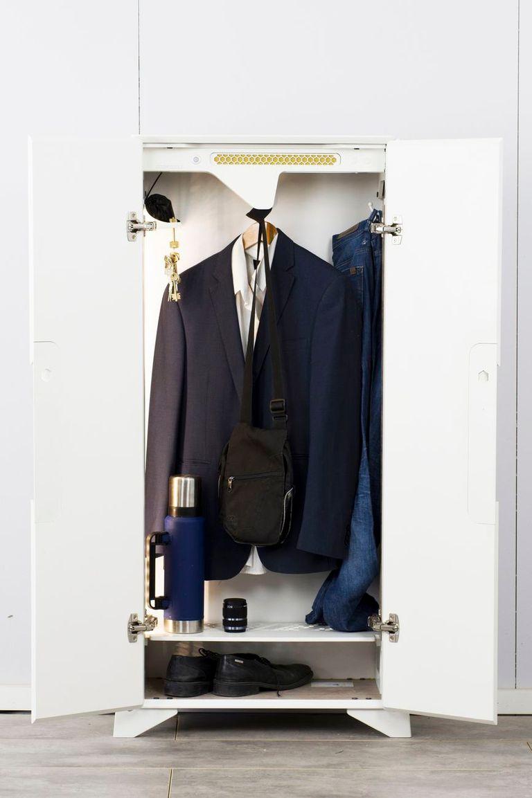 Un ropero ozonificador de Valenziana para desinfectar ropa y otros objetos