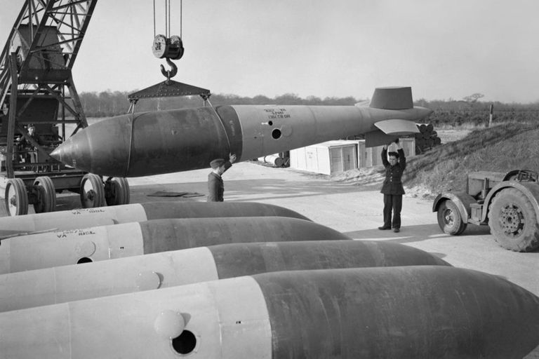 Una enorme bomba de más de cinco toneladas de la Segunda Guerra Mundial explotó bajo el agua en un canal polaco