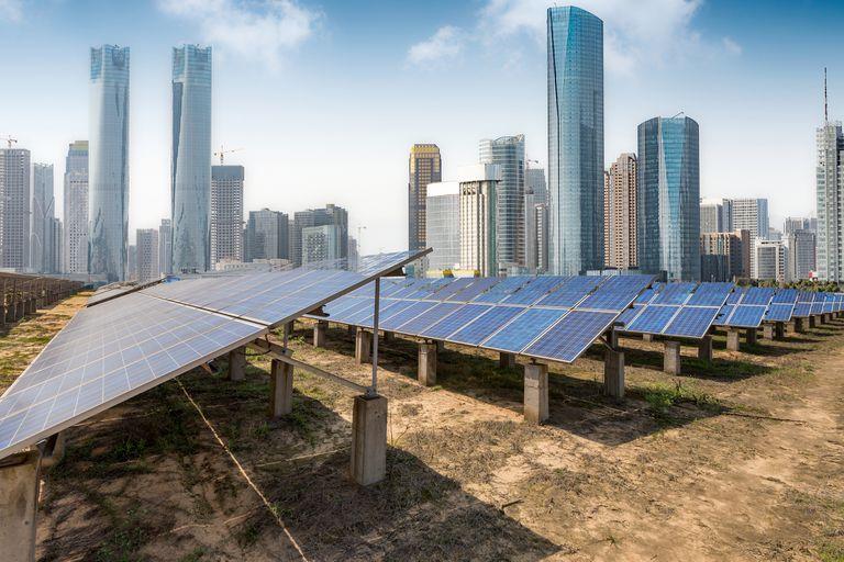Las energías renovables requieren de gran cantidad de metales y de tierras raras cuya extracción produce una contaminación del suelo muy superior a la de los combustibles fósiles