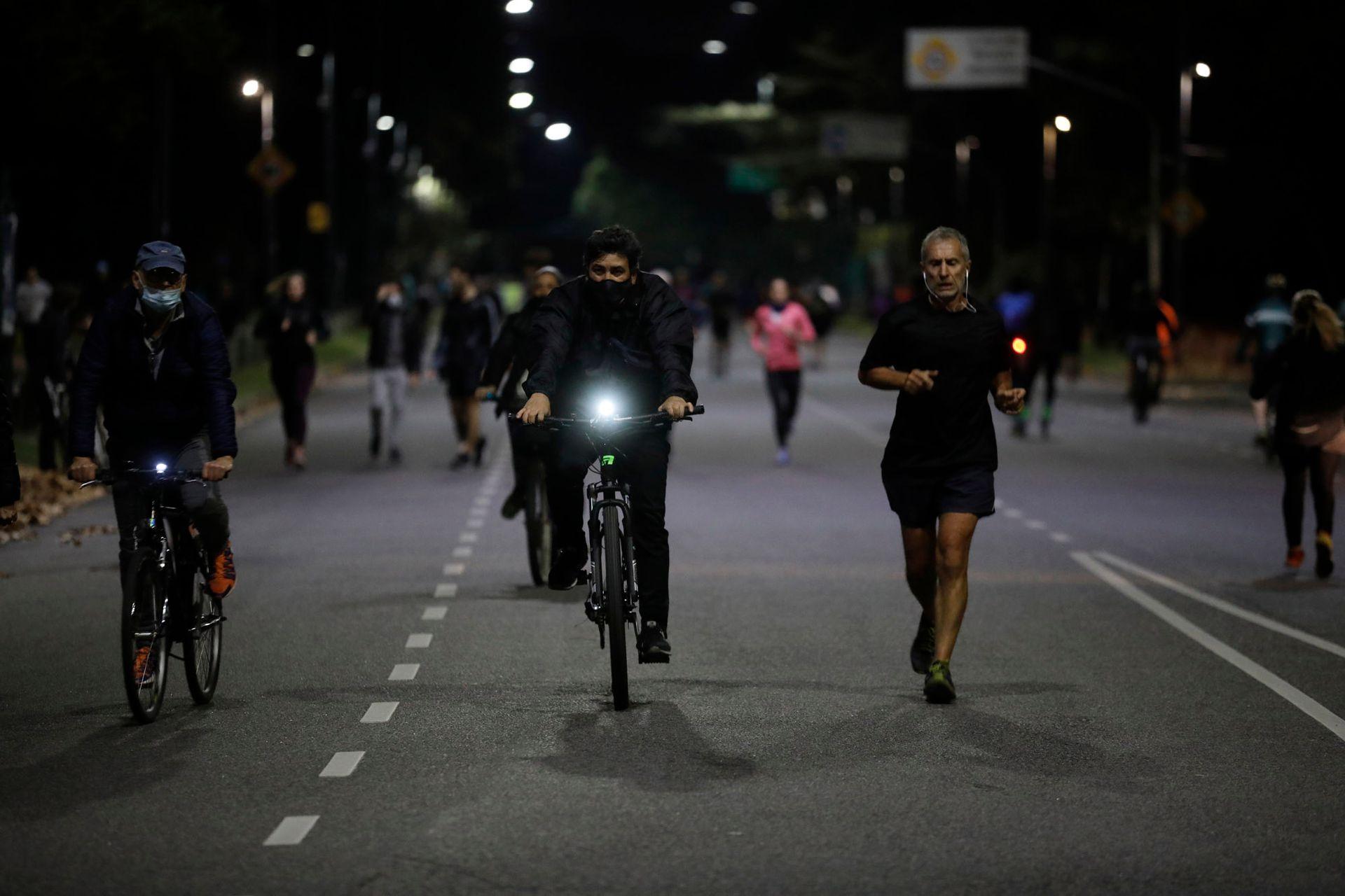 Runners y ciclistas durante la cuarentena en la ciudad de Buenos Aires