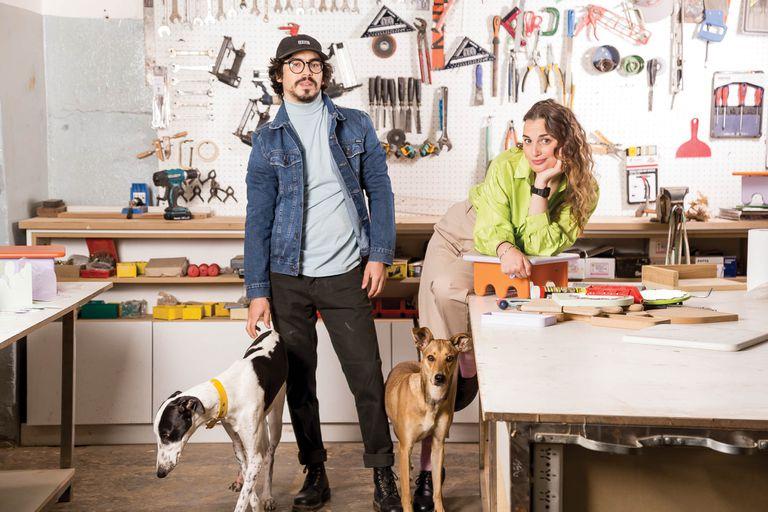 Son pareja, viven en distintos países y crearon una tienda deco artesanal y sustentable