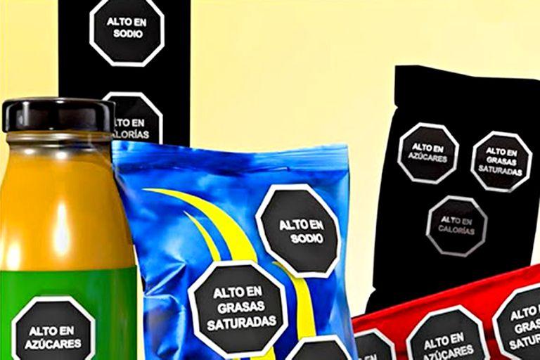 El método propuesto es una etiqueta en forma de octágono negro, visible en el packaging del alimento o bebida a consumir